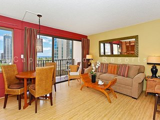 Beautiful eco-friendly studio with washer/dryer, FREE parking and WiFi! - Waikiki vacation rentals