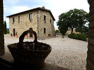 La Tana del Bianconiglio - App. Uva - Gallina vacation rentals