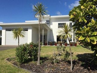 Perfect 4 bedroom Leigh House with Internet Access - Leigh vacation rentals