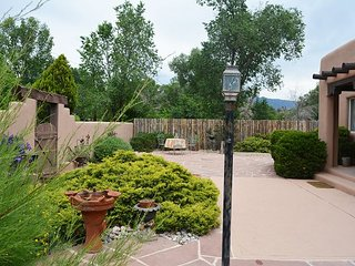 Casa Feliz in heart of town, 1 block tree lined easy walk to Town Hot Tub - Taos vacation rentals