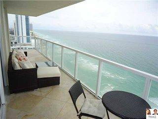 LA PERLA LUXURY BUILDINGS- 2 BEDROOMS OCEAN FRONT! - Sunny Isles Beach vacation rentals