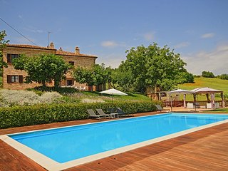 Spacious 7 bedroom Ripatransone Villa with Internet Access - Ripatransone vacation rentals