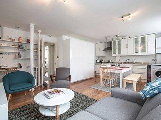 Central London, Barbican 2 bed 2 bath, Sleeps 5 - London vacation rentals
