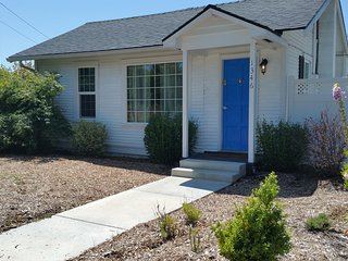 2 bedroom 1 bath cozy and private Dogs Welcome :) - Medford vacation rentals
