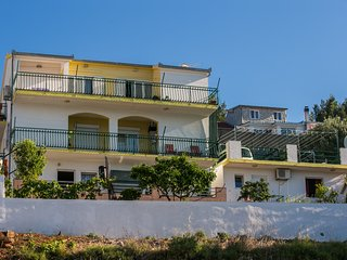 Bright 2 bedroom Mastrinka Condo with Television - Mastrinka vacation rentals