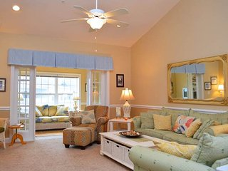 Sunny 3 bedroom Apartment in Garden City - Garden City vacation rentals