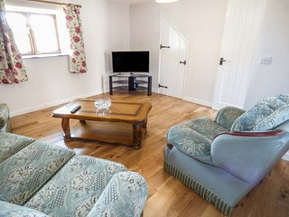 SUNNYMEAD COTTAGE, semi-detached barn conversion, on a farm, enclosed garden, pet-friendly, Ashwater, Ref 941138 - Ashwater vacation rentals