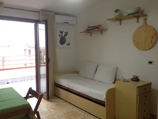 Romantic 1 bedroom Condo in Scalea with A/C - Scalea vacation rentals
