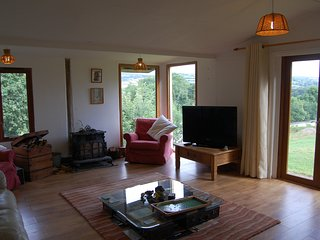 Stunning Dartmoor views in rural hilltop location, ideal for beaches and moor - South Brent vacation rentals