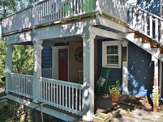 Red Door - Downtown Hideaway tasteful 2 bedroom unit. - Blowing Rock vacation rentals
