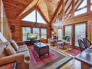 Above it All  Great Views  Hot Tub  Pool Access  Internet  Free Nights - Gatlinburg vacation rentals