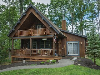 Conveniently Located Log Home, Covered Deck with Hot Tub - Oakland vacation rentals