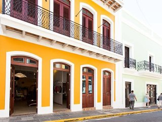 Beautiful 3 bed/2bath with a/c throughout. - San Juan vacation rentals