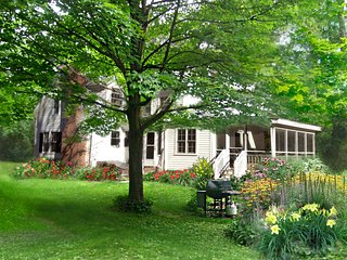 Gorgeous House with Deck and Internet Access - West Stockbridge vacation rentals