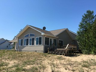 Gorgeous House in Tawas City with A/C, sleeps 8 - Tawas City vacation rentals