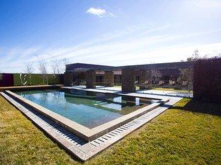 BUNDEENA BEACH HOUSE - Contemporary Hotels - Bundeena vacation rentals