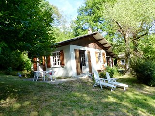 Romantisch huisje aan de oever van het meer - Saint-Pardoux-la-Croisille vacation rentals