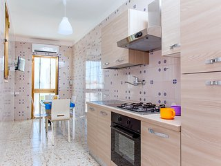 Bright 2 bedroom Torre Colimena Apartment with Television - Torre Colimena vacation rentals