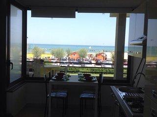 Scirocco - Appartamento fronte mare - Fano vacation rentals