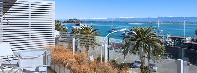 Latitude Apartment - Superb Nelson Waterfront Accommodation for 2! - Nelson vacation rentals