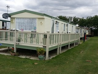 This is a 8 berth caravan s295 golden palm - Chapel St. Leonards vacation rentals