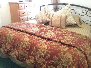 Amazing Vacation 1 Bedroom SLEEPS 5 - Staten Island vacation rentals