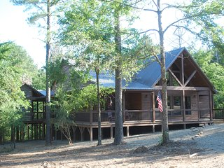 Just PassINN Thru... Upscale Rustic Luxury - Broken Bow vacation rentals