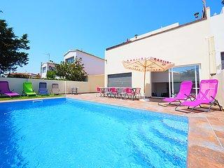 4 bedroom Villa in Empuriabrava, Costa Brava, Spain : ref 2283609 - Empuriabrava vacation rentals