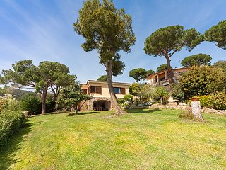 5 bedroom Villa in Calonge, Costa Brava, Spain : ref 2286712 - Calonge vacation rentals