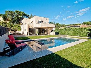 4 bedroom Villa in Calonge, Costa Brava, Spain : ref 2370017 - Calonge vacation rentals