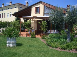 Elegant Dependance near Venice and Treviso in a smart garden - Casale sul Sile vacation rentals
