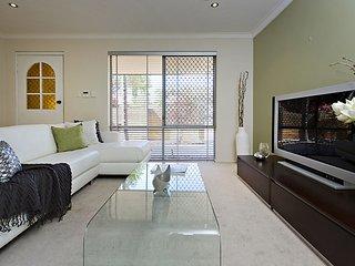 Perth Mount Lawley villa, 3xBd & secure parking - Mount Lawley vacation rentals