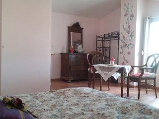 Gîte B.G. appart. 95m2-6 pers.dans maison terrasse - Castelnau-de-Guers vacation rentals