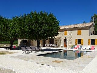 Villa Martin, entièrement rénovée, piscine privée - Puymeras vacation rentals