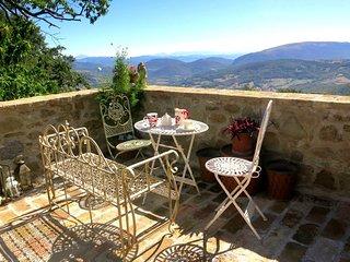 Spacious 4 bedroom Farmhouse Barn in Preggio - Preggio vacation rentals