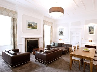 Marylebone Harley Street 3 Bedroom Apartment - London vacation rentals