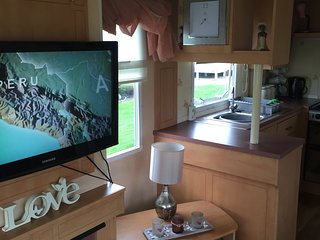 Bright 2 bedroom Saltcoats Caravan/mobile home with Internet Access - Saltcoats vacation rentals