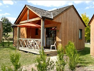 Nice Chalet with Internet Access and Shared Outdoor Pool - Chirac vacation rentals