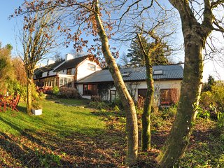 7 bedroom Farmhouse Barn with Hot Tub in Bantry - Bantry vacation rentals