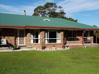 Comfortable 3 bedroom Vacation Rental in Coles Bay - Coles Bay vacation rentals