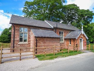 THE OLD SCHOOL, detached school room conversion, woodburner, patio, Wragby, Ref 914140 - Wragby vacation rentals