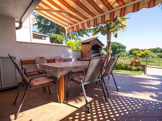2 bedroom Condo with Internet Access in Novigrad - Novigrad vacation rentals