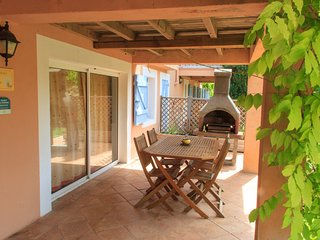 Gite de l'Anis, Pet-Friendly Studio with a Hot Tub - Brignoles vacation rentals