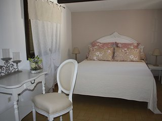 Romantic 1 bedroom Vedene House with Washing Machine - Vedene vacation rentals