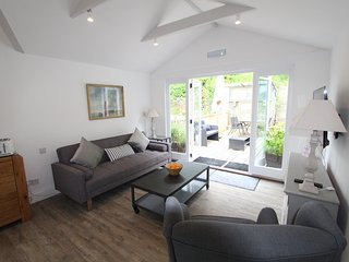 UpTop: Stunning Loft Apt with Views of the Estuary - Fowey vacation rentals