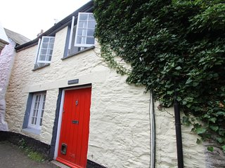 Charming GradeII-Listed 2Bed Central Fowey Cottage - Fowey vacation rentals