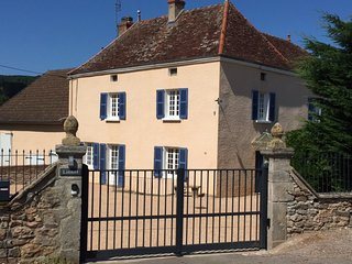 Charming 4 bedroom House in Charolles with Internet Access - Charolles vacation rentals