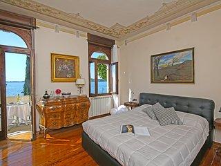 Lussuoso appartamento FRONTE LAGO per 8 persone - Gardone Riviera vacation rentals
