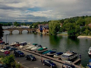 Tatiana's flat - Stunning views over river Thames - Henley-on-Thames vacation rentals