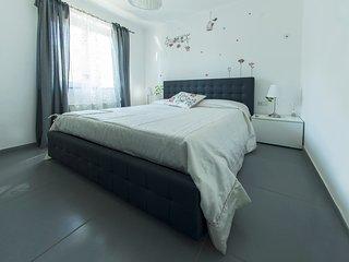 Villa Amalia - Comfort, mare e relax - Magazzeno vacation rentals